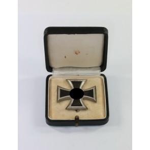 Eisernes Kreuz 1. Klasse 1939, Hst. L/52 und 20 (!), im Etui