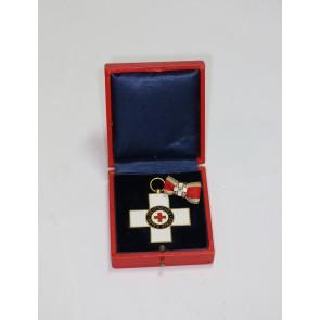 Ehrenzeichen des Deutschen Roten Kreuzes  2. Klasse (bis 1934), im Etui, mit Feldspange