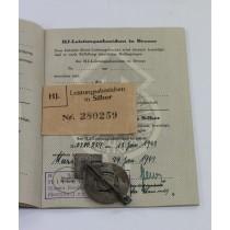 Hitlerjugen (HJ), Leistungsabzeichen in Silber, Hst. RZM M1/35, in Verleihungstüte mit Leistungsbuch, alles nummerngleich (!)