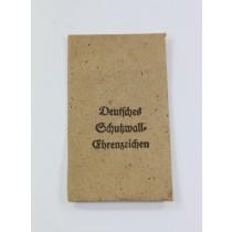 Verleihungstüte Deutsches Schutzwall Ehrenzeichen, Karl Poellath