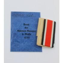 Band des Eisernen Kreuzes 2. Klass 1939, in Verleihunhstüte, Carl Koblauch Seidenbandfabrik Berlin