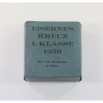 Blauer (!) Umkarton Eisernes Kreuz 1. Klasse 1939, Gebr. Godet & Co. Berlin  (!)