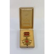 DDR, Vaterländische Verdienstorden (VVO) in Gold (900), im Etui mit Feldspange