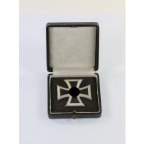 Eisernes Kreuz 1. Klasse 1939, Hst. 3, im Etui mit schwarzen Inlet (!)