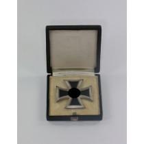 Eisernes Kreuz 1. Klasse 1939, Hst. 6., Punze oben (!), im Etui