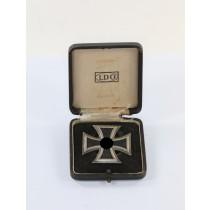 Eisernes Kreuz 1. Klasse 1939, Hst. L/13, an Schraubscheibe, im LDO Etui