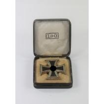 Eisernes Kreuz 1. Klasse 1939, Hst. L/56, Variante (!), an Schraubscheibe, im LDO Etui