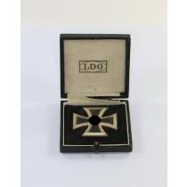 Eisernes Kreuz 1. Klasse 1939, Hst. L/57, an Schraubscheine (!), im LDO Etui