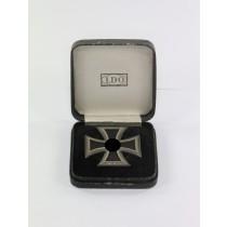 Eisernes Kreuz 1. Klasse 1939, Hst. L59 Rune und Kreis, an Schraubscheibe, im LDO Etui