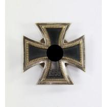 Eisernes Kreuz 1. Klasse 1939, Juncker, einteilig, mit Scheibe und Mutter, nicht magnetisch