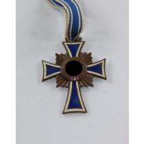 Mutterkreuz in Bronze
