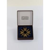 Kriegsverdienstkreuz 2. Klasse mit Schwertern, Buntmetall, im LDO Etui