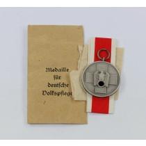 Medaille für Deutsche Volkspflege, in Verleihungstüte Hauptmünzamt Wien