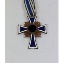 Mutterkreuz in Bronze, Der Deutschen Mutter