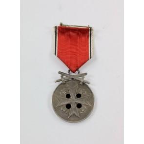 Deutsche Verdienstmedaille in Silber mit Schwertern, Hst. PR. Münze Berlin, (Frakturschrift)