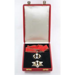 Deutscher Adlerorden, Verdienstkreuz 2. Klasse mit Schwertern, Halskreuz und Bruststern im Verleihungsetui