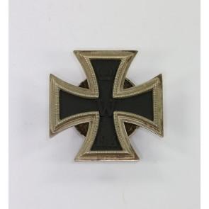 Eisernes Kreuz 1. Klasse 1914, in der Form von 1939, Hst. L/57, an Schraubscheine (!)