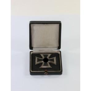 Eisernes Kreuz 1. Klasse 1939, Hst. 4 und L/16, im Etui