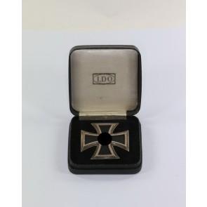 Eisernes Kreuz 1. Klasse 1939, Hst. L/10, an Schraubscheibe (!), im LDO Etui