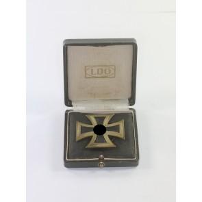 Eisernes Kreuz 1. Klasse 1939, Hst. L/12, an Schraubscheibe, im LDO Etui