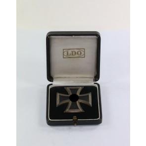 Eisernes Kreuz 1. Klasse 1939, Hst. L/50, an Schraubscheibe, im LDO Etui