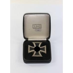 Eisernes Kreuz 1. Klasse 1939, Hst. L/52, an Schraubscheibe, im LDO Etui L/52