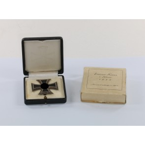 Eisernes Kreuz 1. Klasse 1939, im Etui mit Umkarton Juwelier Robert Koch