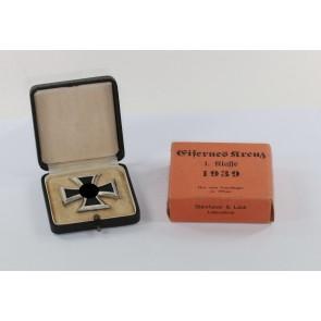 Eisernes Kreuz 1. Klasse 1939, im Etui mit Umkarton Steinhauer & Lück