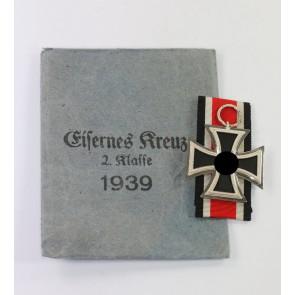 Eisernes Kreuz 2. Klasse 1939, Hst. 13, in Verleihungstüte