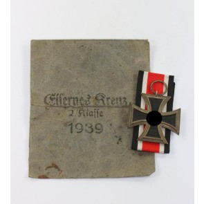 Eisernes Kreuz 2. Klasse 1939, Hst. 25, in Verleihungstüte