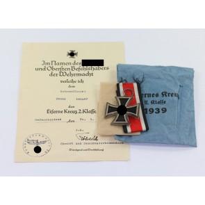 """Eisernes Kreuz 2. Klasse 1939, Variante mit der runden """"3"""", Deschler, in Verleihungstüte Deschler & Sohn München, mit zugehöriger Urkunde"""