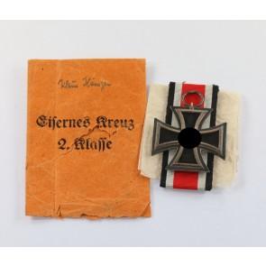 Eisernes Kreuz 2. Klasse 1939, Hst. 24, in kleiner (!), oranger (!) Verleihungstüte