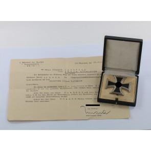 Eisernes Kreuz 1. Klasse 1939, Hst. L/52 und 20 (!), im Etui, mit Überseungsschreiben
