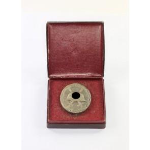 Verwundetenabzeichen in Silber, Hst. L/11, Buntmetall (!), im Etui