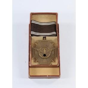 NSDAP Dienstauszeichnung in Bronze, Hst. 19, Buntmetall (!), im Etui