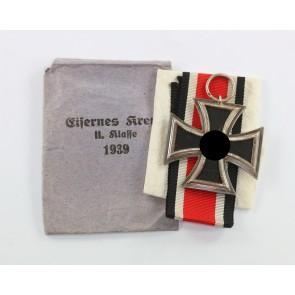 Eisernes Kreuz 2. Klasse 1939, Hst. 27, in kleiner (!) Verleihungstüte