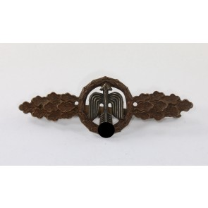 Frontflugspange für Jäger in Bronze, Buntmetall