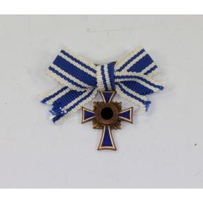 Miniatur Mutterkreuz in Bronze an Schleife, Hst. L/11