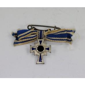 Miniatur Mutterkreuz in Silber an Schleife