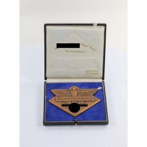 """Nationalsozialistisches Fliegerkorps (NSFK), Plakette """"Flug z. Deutschen Weinstrasse 1937"""", mit Etui und Urkunde"""