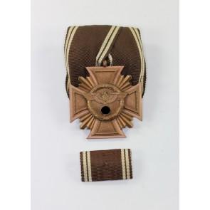 NSDAP Dienstauszeichnung in Bronze (1. Stufe, 10 Jahre), an Einzelspange mit Feldspange