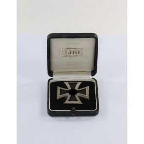 Eisernes Kreuz 1. Klasse 1939, Hst. L/14, an Schraubscheibe, nicht magnetisch, im LDO Etui L/14