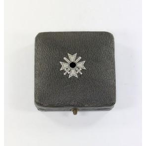 Etui Kriegsverdienstkreuz 1. Klasse mit Schwertern, mit Hakenkreuz Kerbach & Österheld