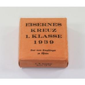 Umkarton Eisernes Kreuz 1. Klasse 1939, C. E. Juncker (!)