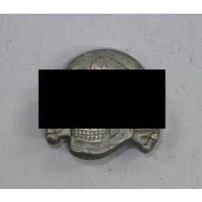 Waffen-SS, Totenkopf für die Schirmmütze, Hst, RZM 499/41, Aluminium