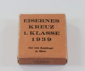 Umkarton Eisernes Kreuz 1. Klasse 1939, C. E. Juncker (!) - Militaria-Berlin