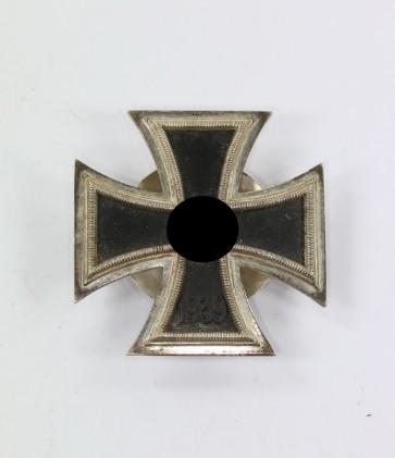 Eisernes Kreuz 1. Klasse 1939, Hst. L/11, an Schraubscheibe - Militaria-Berlin