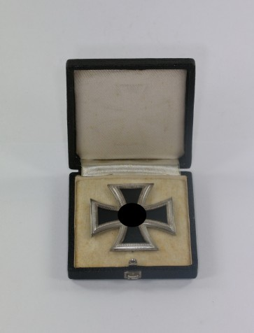 Eisernes Kreuz 1. Klasse 1939, Hst. 6., Punze oben (!), im Etui - Militaria-Berlin