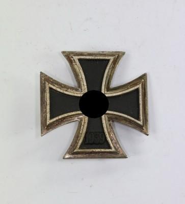 Eisernes Kreuz 1. Klasse 1939, Hst. 7 und L/13 (Doppelhersteller) (!) - Militaria-Berlin