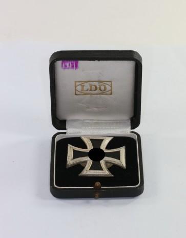 Eisernes Kreuz 1. Klasse 1939, Hst. L/56, an Schraubscheibe, im LDO Etui - Militaria-Berlin